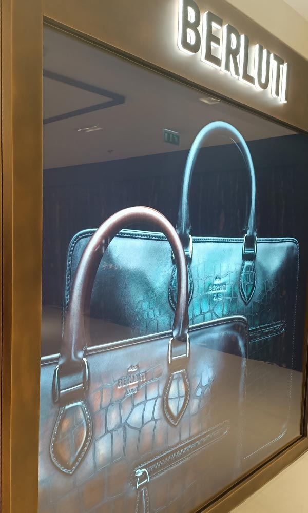 grafica e stampa Milano vetrina negozio borse