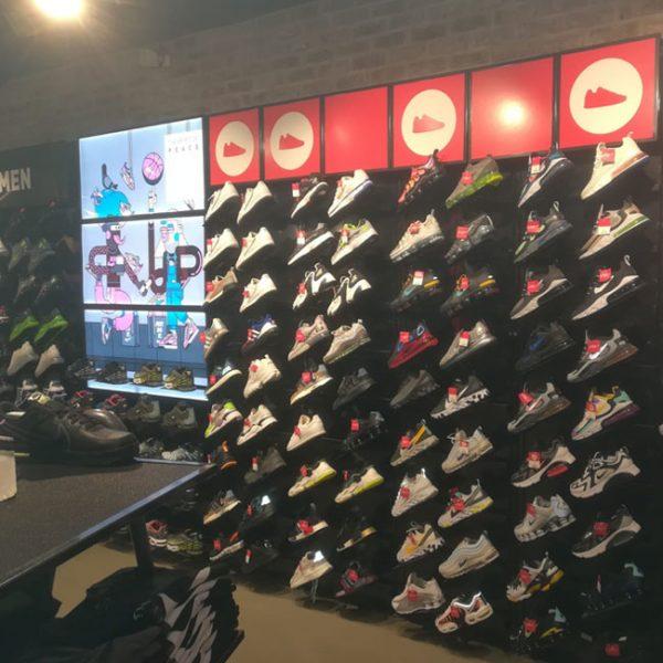 studio interior design negozio scarpe sportive